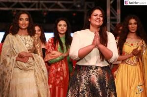 Saksho Kholi with models